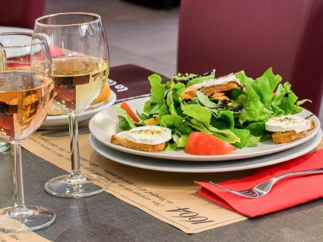 L'instant Brasserie Petite Salade de Chèvre Chaud